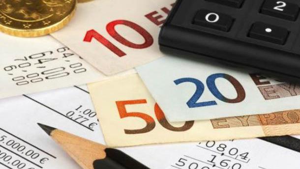 Crediti dell'amministrazione: Compensazione tributi con acquisizione automezzi del debitore?